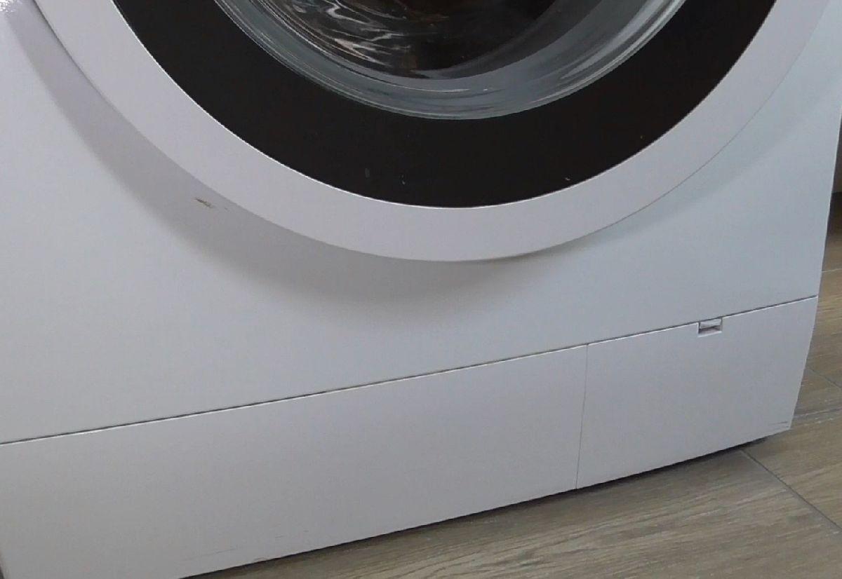 Klappe Flusensieb einer Waschmaschine