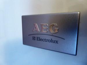AEG Logo auf Kühlschrank