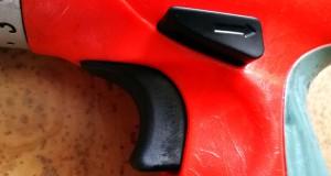 Griff mit Bedienschaltern am Schlagbohrschrauber