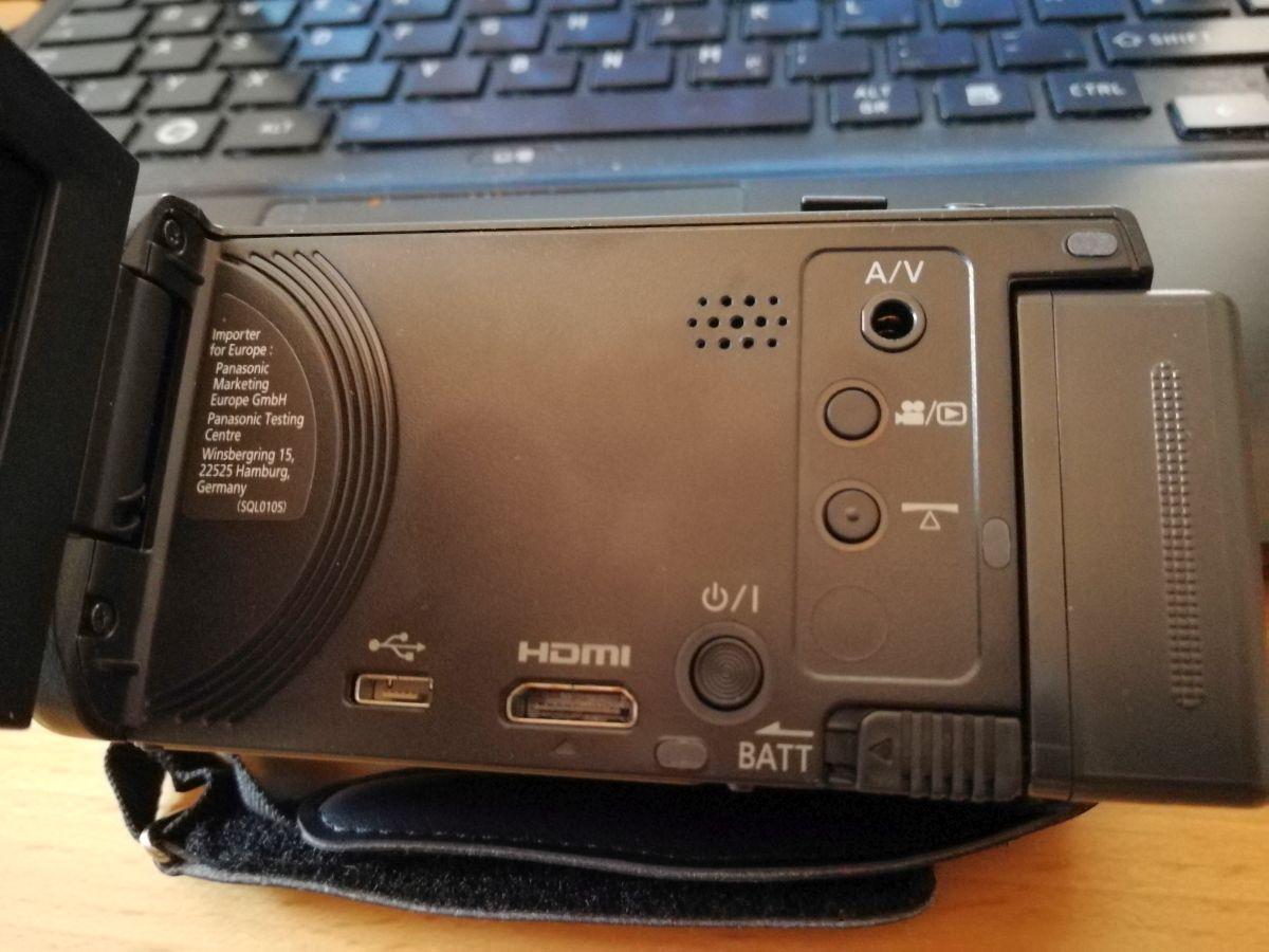Die Anschlüsse an der Panasonic HC-V180