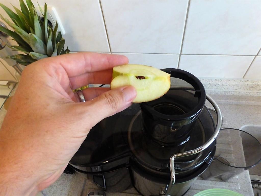 Apfelstück vor Einfüllschacht