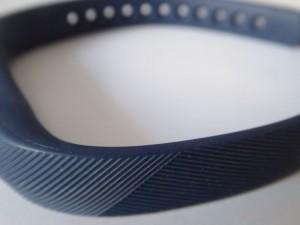 Fitness-Armband aus einem flexiblen Elastomer