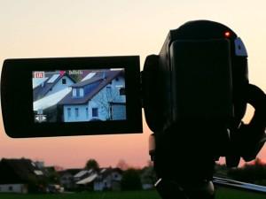 Camcorder beim Filmen eines Sonnenuntergangs
