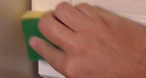 Fettlöser auftragen Küchenschrank
