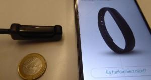 Ein modernes Fitness-Armband hilft beim Abnehmen