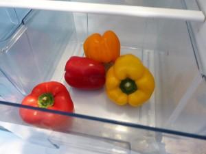 Das Gemüsefach mit Paprikas