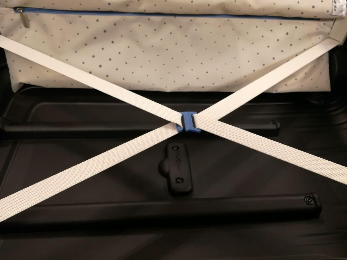 Innenraum Hartschalenkoffer mit Packbändern