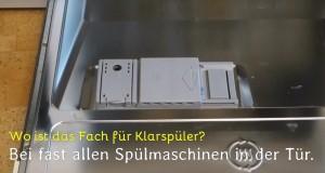 Das Fach für den Klarspüler in einer Spülmaschine