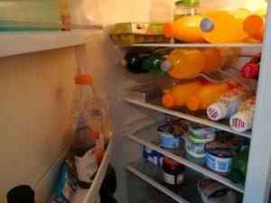 Mein Kühlschrank stinkt - Was tun bei unangenehmen Geruch und Gestank