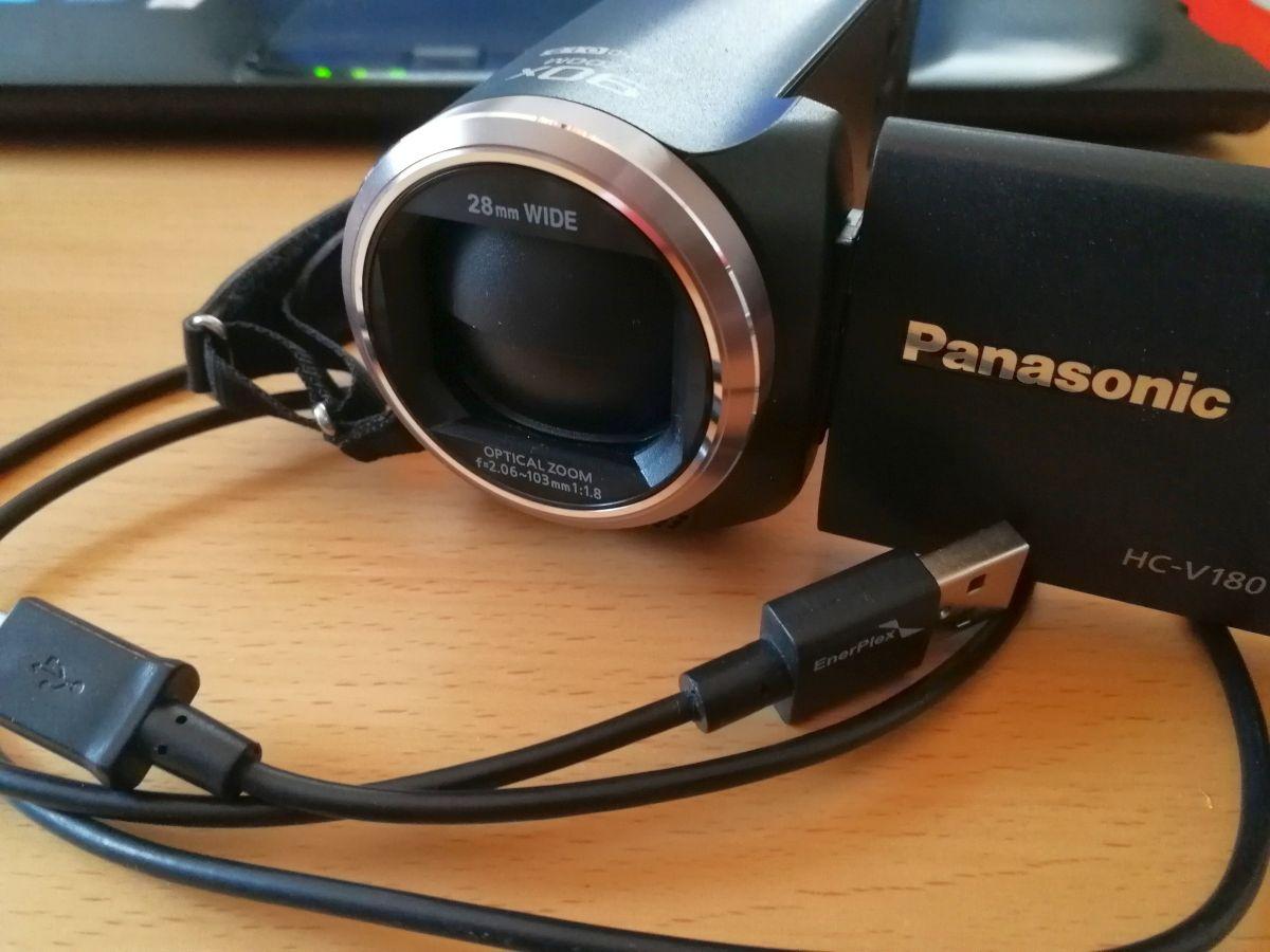 Panasonic HC-V180 mit USB-Kabel