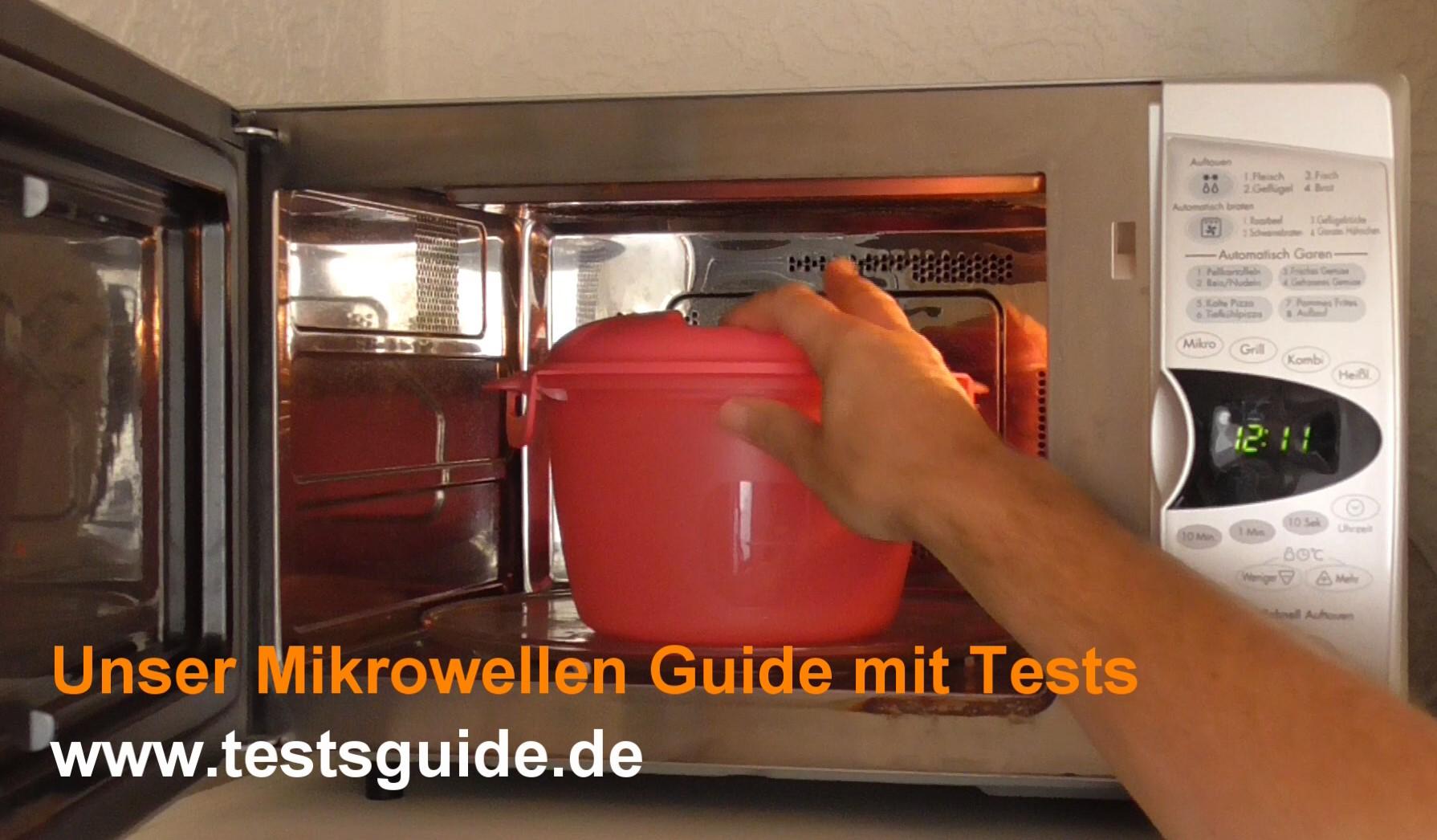 Mikrowellen-Reiskocher in den Mikrowellenherd stellen