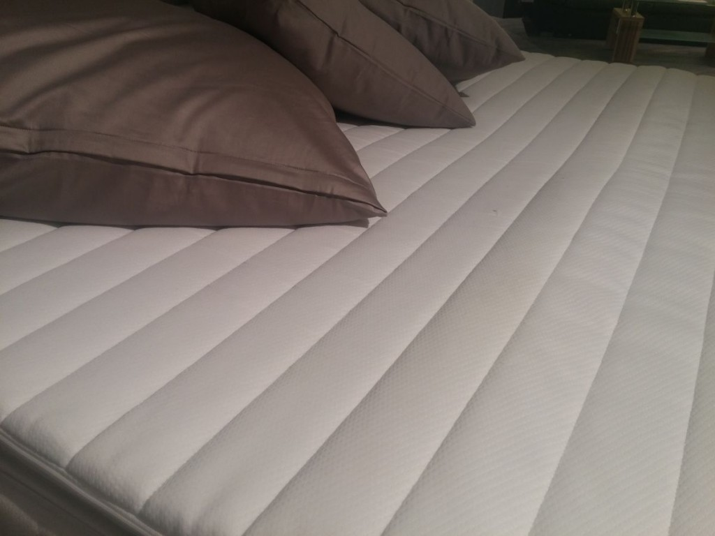 boxspringbett mit bettkasten empfehlungen und ratgeber. Black Bedroom Furniture Sets. Home Design Ideas