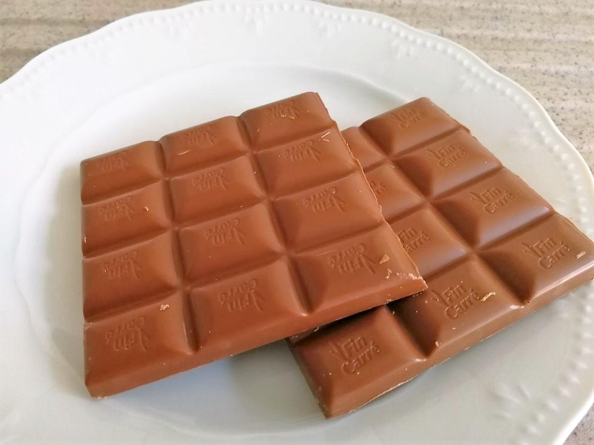 Vollmilchschokolade auf Teller