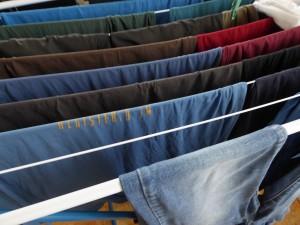 Wäscheständer mit nasser Wäsche